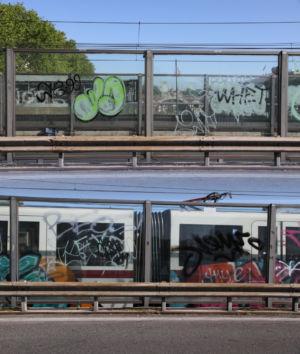 Graffiti mit Metro auf der Ponte Nenni Metropolitana Pietro