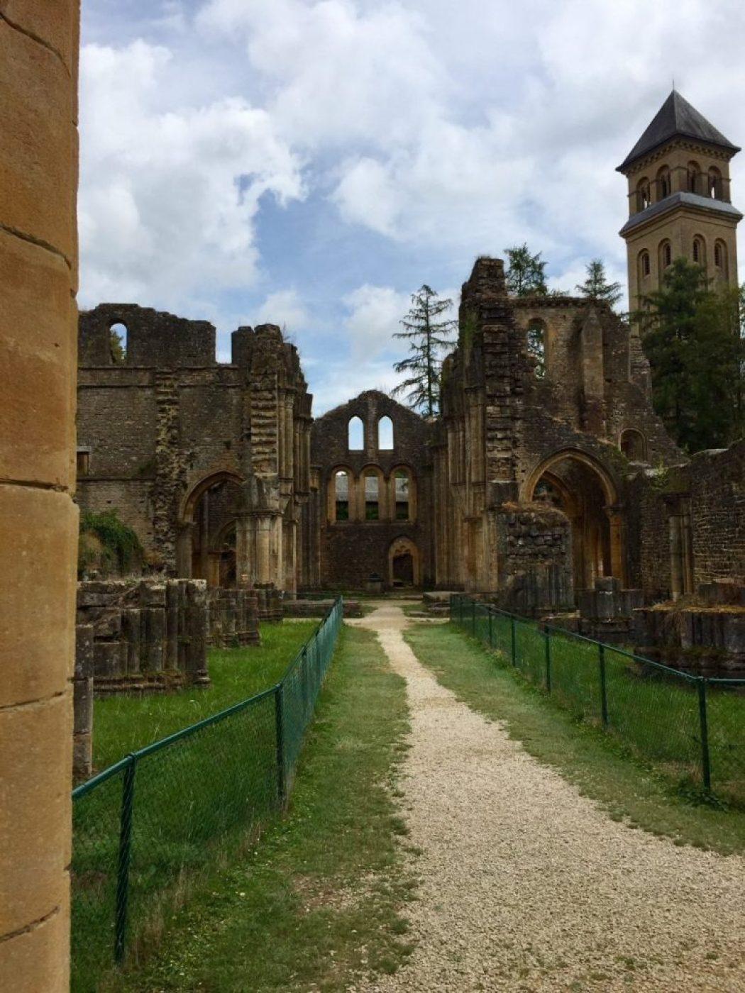 flohmarkt tour in belgien mit kloster