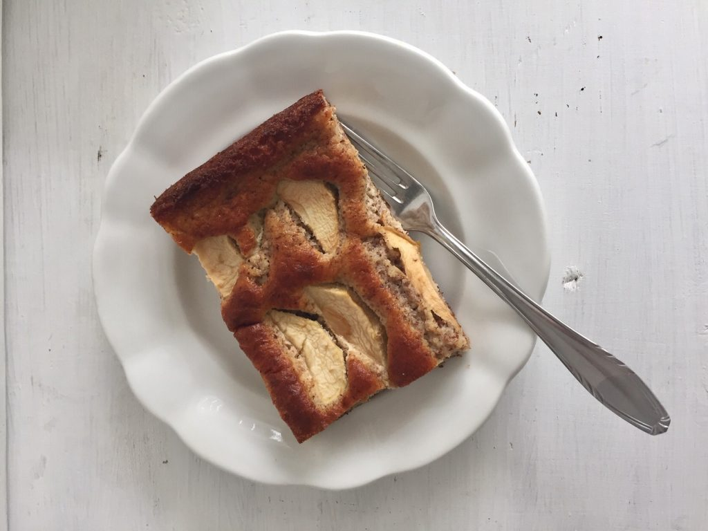 Mein Spickzettel sagt, Apfelkuchen nicht vergessen