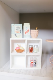 Barbie kitchen shelves