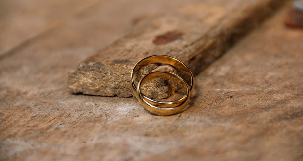 Photo of Como cuidar das alianças de noivado e casamento