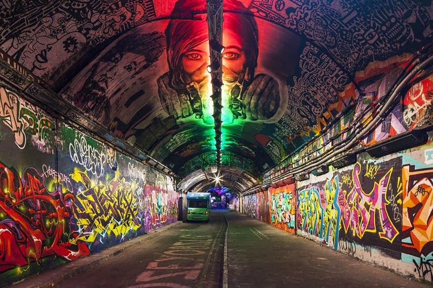 Travel News - london graffiti tunnel