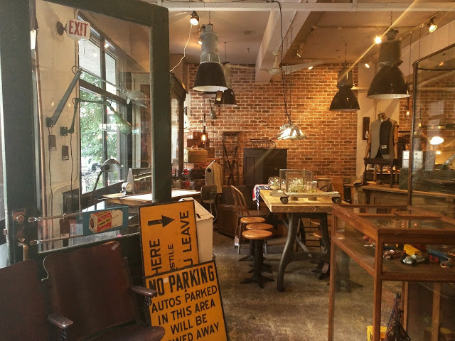 D9 Furniture Store 店内