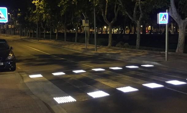paso peatones nocturno