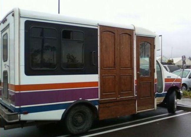 puerta madera autocaravana