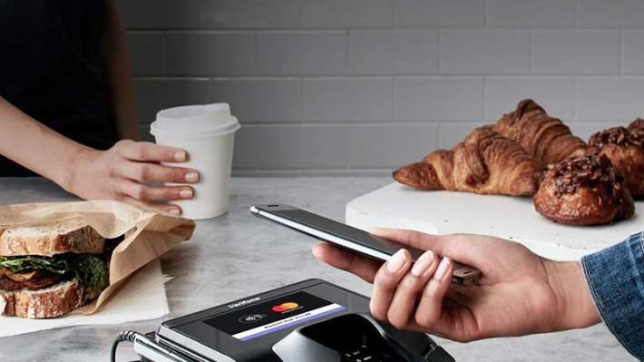 Kényelmes várakozás a repülőtéri utasvárókban, a prémium bankkártya tulajdonosoknak ingyenes.