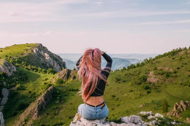 「配得」是一趟擁抱自己相信自己值得的旅程|COSMO專欄