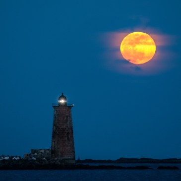 Whaleback Lighthouse moonrise - final
