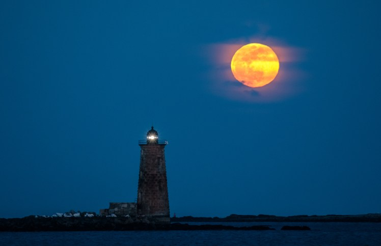 Whaleback Lighthouse moonrise - final