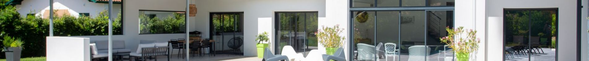 maison-design-avec-terrasse-en-bois