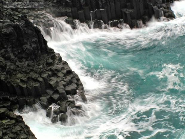 Jusangjeolli, Jeju Island - Canon G10 (ISO 80) 1/5 sec.