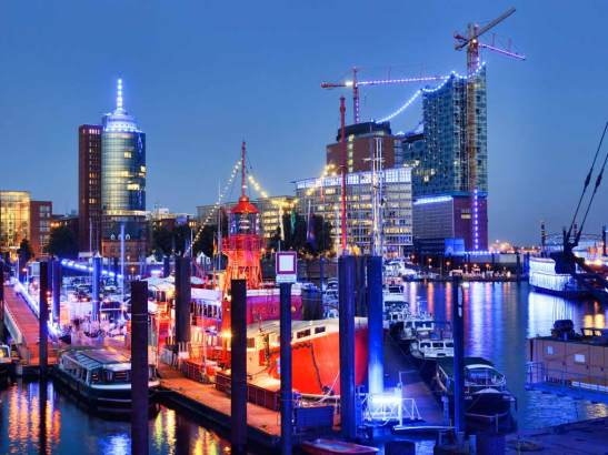 Пристанището нощем