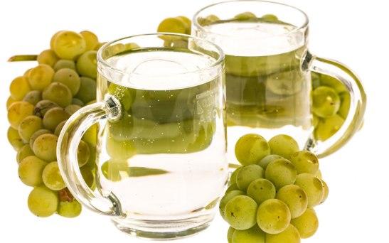 Вино, разредено с вода - често срещана комбинация в немскоезичния свят