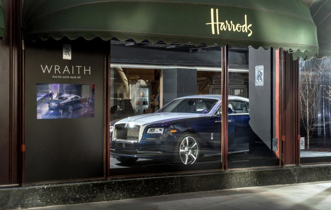 Rolls-Royce-Wraith-in-Harrods-window