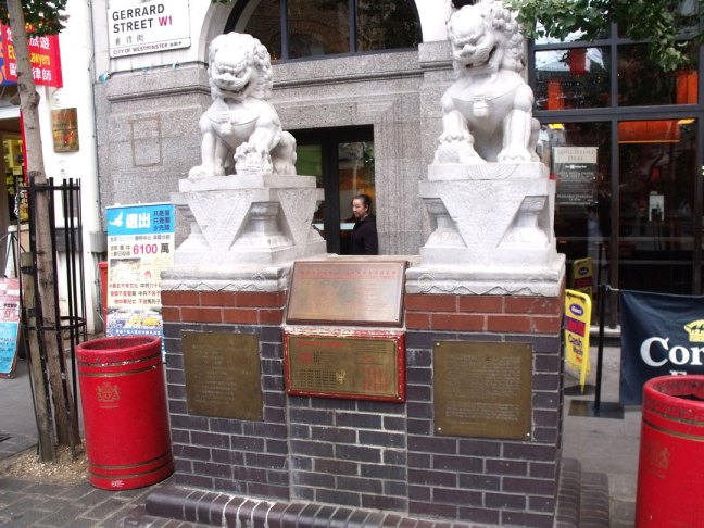 Stone_lions_on_Gerrard_Street,_Chinatown,_London