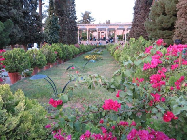 Шираз е известен и с градините си