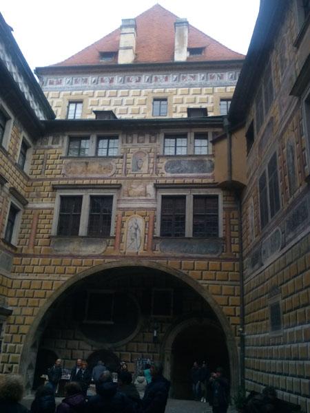 Първи вътрешен двор на замъка в Чески Крумлов
