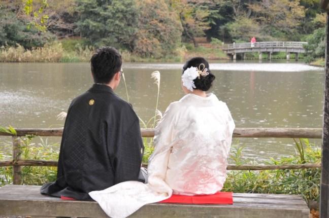 Японски младоженци в град Камакура