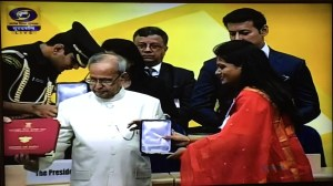 Nidhi Kamath receiving Rajat Kamal from President Pranab Mukherjee at 63rd National Film Awards