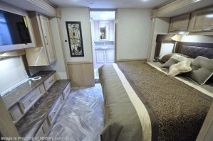2018 Coachmen Sportscoach 408DB king bed storage bathroom