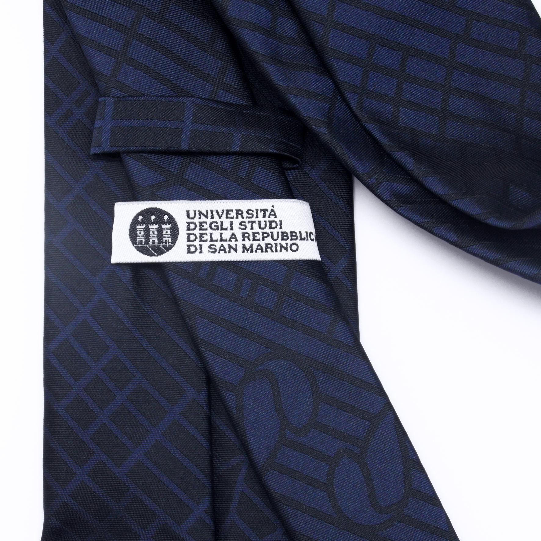 dettaglio-cravatta-universita-repubblica-sanmarino