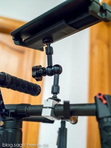 Ein Tablet-Halter, ein kurzer Arm und der selbstgebaute Halter aus Alu