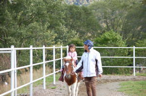 戸隠牧場で馬に乗ったり。