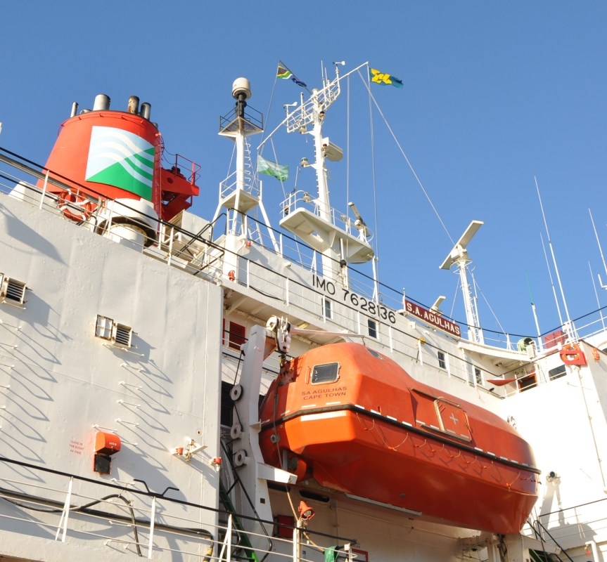 The SA Maritime Safety Autjpority (SAMSA) emblem is perched boldly and high enough alongside the South Africa flag on the vessel.