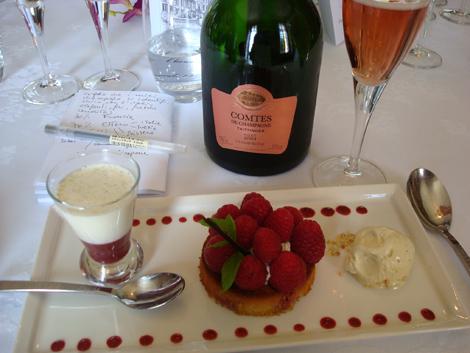 Champagne Taittinger Comtes de Champagne Rosé 2004 e dessert ai lamponi | foto Sandra Longinotti