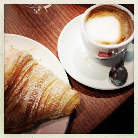 Caffetteria Torinese, croissant e caffè| ©Sandra Longinotti