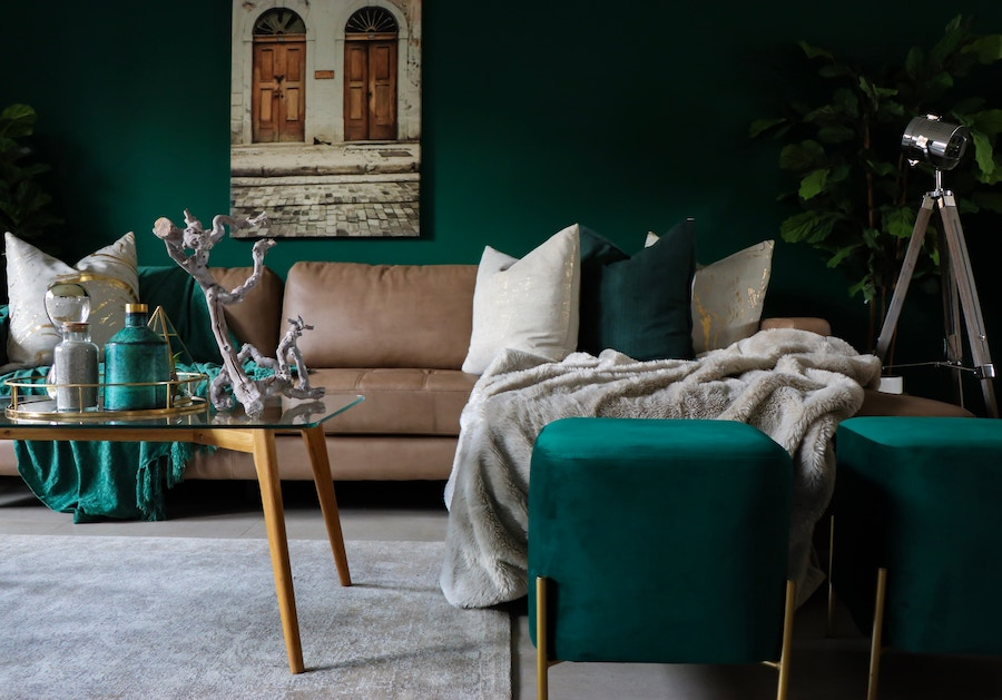 Living room with jewel tone's, one of 2020's interior design trends