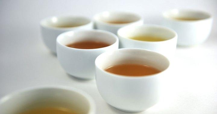 推薦品茶-桌上放置品茶專用的茶杯