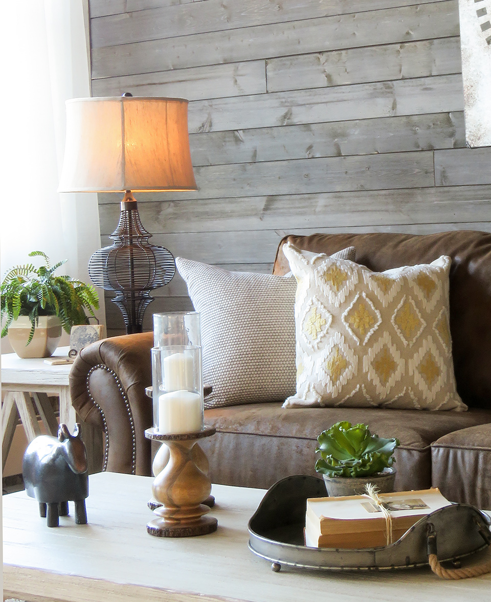 Delicieux Farmhouse Living Room With Brown Sofa Styling Close Up