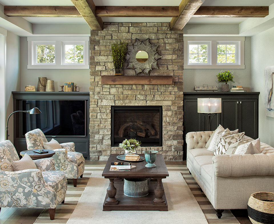 Merveilleux Lakeside Cottage Living Room With Gray Walls, Striped Rug, Stone Fireplace,  Gray Built