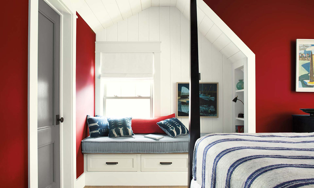 Benjamin Moore 2018 Color of the year - Caliente Red. Photo: Benjamin Moore. Lake house living