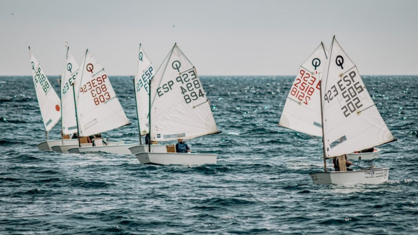 Sailing school, a great skill to learn in the summer months around the Uk