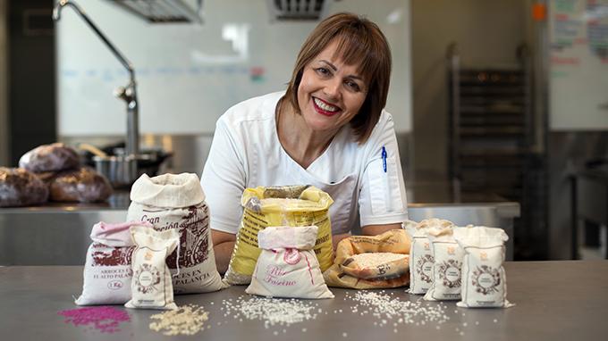 Conoce a María José San Román, una chef experta en arroces, azafrán y aceite de oliva