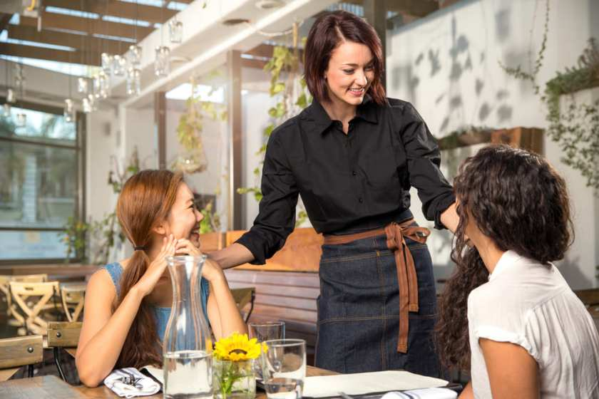 atención a clientes en sala