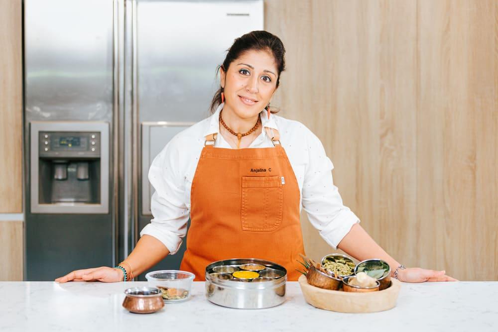 Conoce a Anjalina Chugani,  llenará tus platos de aromas y sabores gracias a las especias
