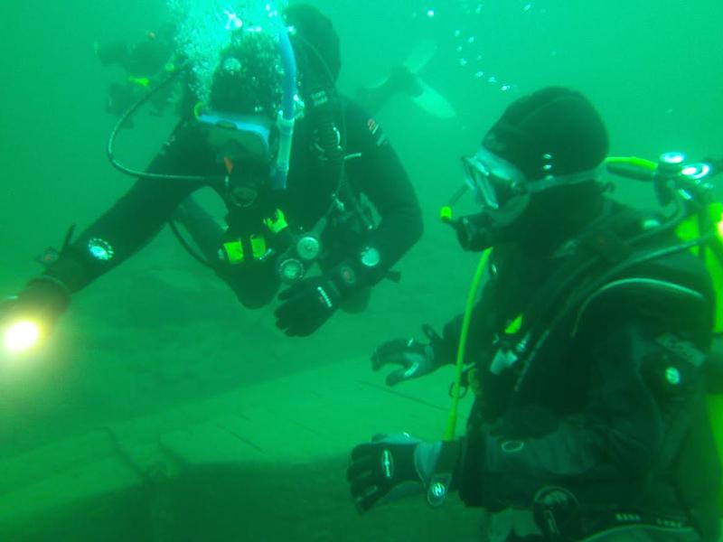 Crew-820-underwater-2