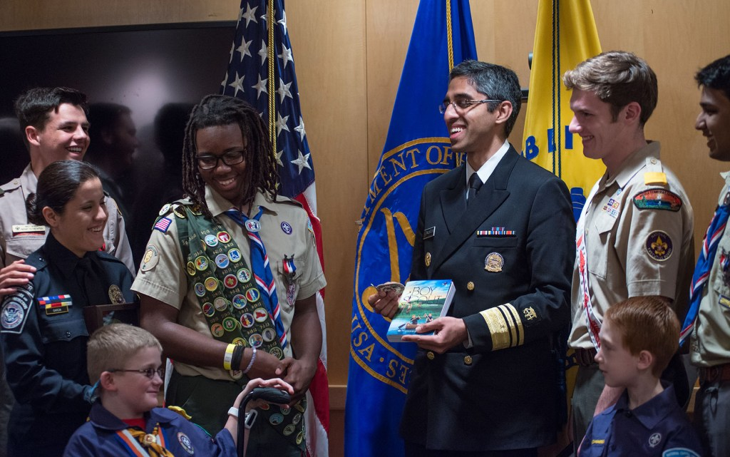 Surgeon-General-Murthy-talks-with-Scouts