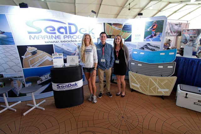 """Brand ambassador, """"Darcizzle"""", with the team from SeaDek"""