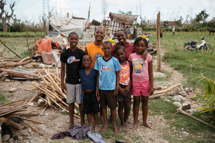 hurricane-matthew-haiti-family