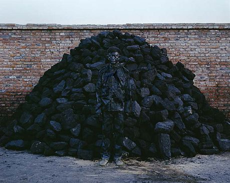 Liu_Bolin_HITC_No.95_Coal_Pile_photograph_118x150cm_2010_LG