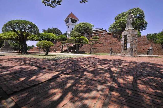 赤崁樓位於台南中西區,為台南代表性的古蹟建築,與位在安平區的安平古堡並列為台南的兩大明星古蹟|東南旅遊