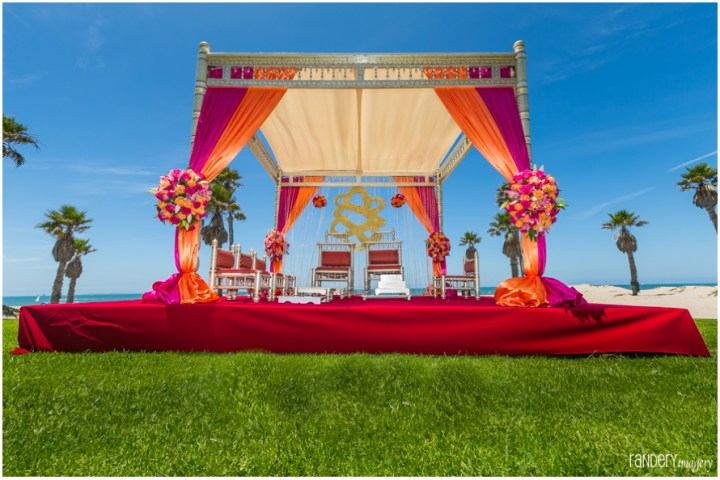 Indian-wedding-Hindu-ceremony-phere-mandap-outdoor-fire-Randery-Imagery