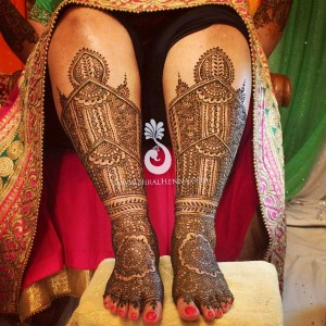 Hiral Henna mehndi on an Indian bride's feeet and legs up to her knees