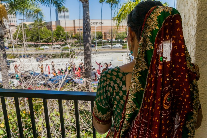 Newport-Beach-Marriott-Indian-Wedding-bride-watching-baraat-balcony-jaan-mobile-DJ