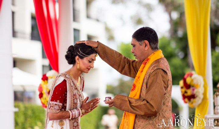 Reha-Vijay-Newport-Beach-Marriott-South-Asian-wedding-Indian_wedding-Hindu-Jain-North_Indian-head-table-ballroom-Aaron-Eye-Photography-pandit-blessing