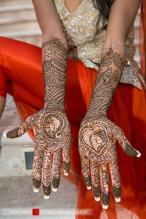 Rajasthani mehndi with dulha and dulhan at an Indian wedding